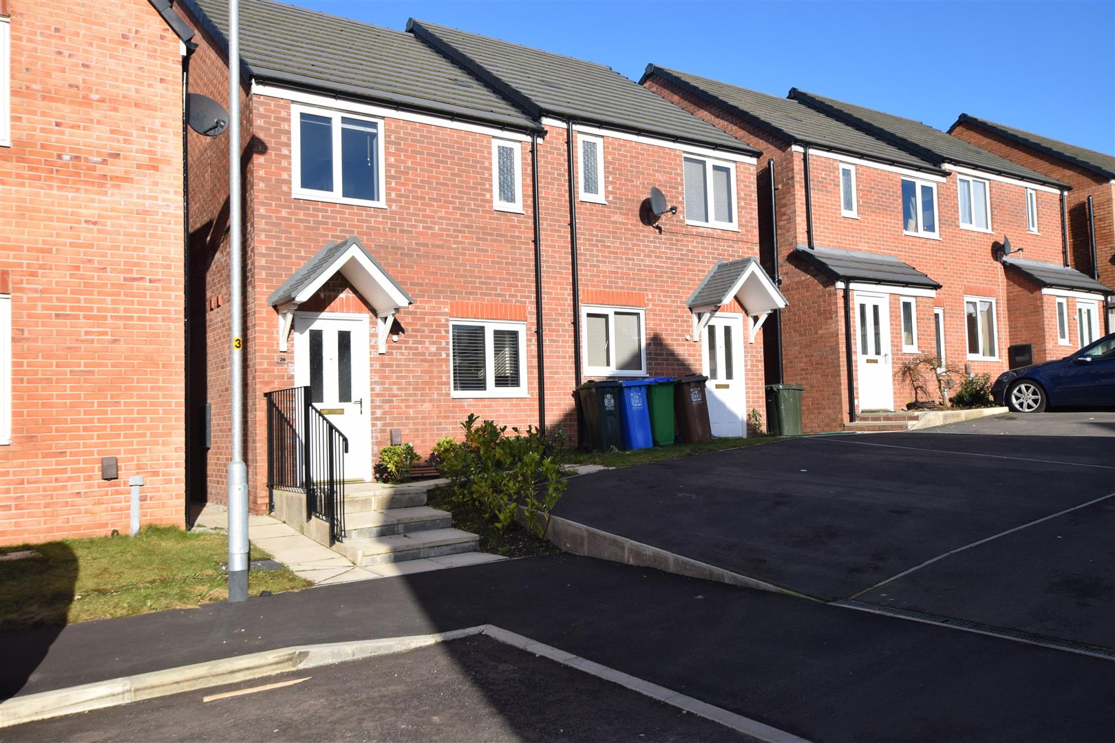 2 Bedrooms Semi Detached House for sale in Kilmarnock Grove, Heywood, Rochdale